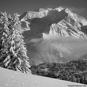Le Mont Blanc sous un épais manteau blanc